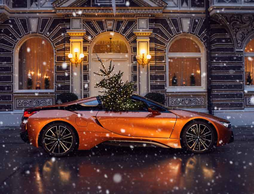 BMW i8 Roadster Hardtop Convertible Scissor Doors Hybrid Car Maintenance Christmas Tree