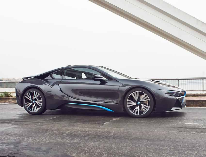 Under A Casual Driving Condition The Bmw I8 S Maximum Combined Range Is Up To An Epa Estimated 330 Miles With Full Tank Of Gas And Fully