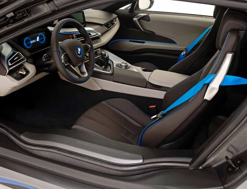BMW i8 Interior Design blue seatbelt